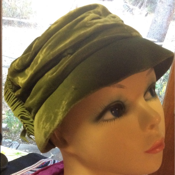 7a6f425b359fa Vintage Velvet Green Ruched Cap Ribbon Holiday Hat.  M 5be4decdc89e1d1247ba6acd